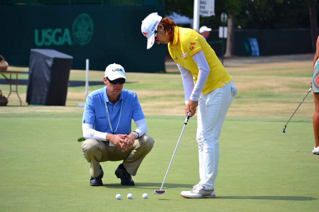 Na Yeon Choi gets in last-minute putting instruction from Kevin after her practice round Photo by IJGA (Rachel Pincus)